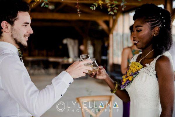 les mariés trinquent mariage mixte toulouse